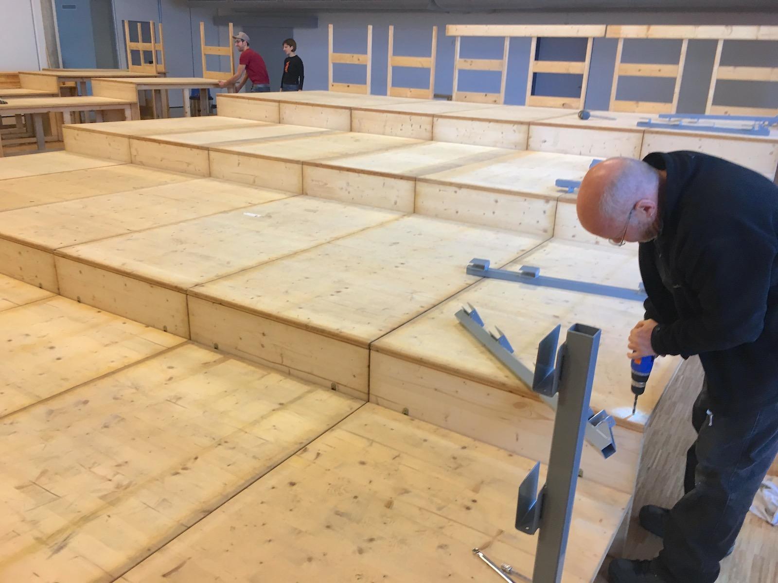 Neue Tribühne des Gselle-Theater Küssnacht fast fertig aufgebaut