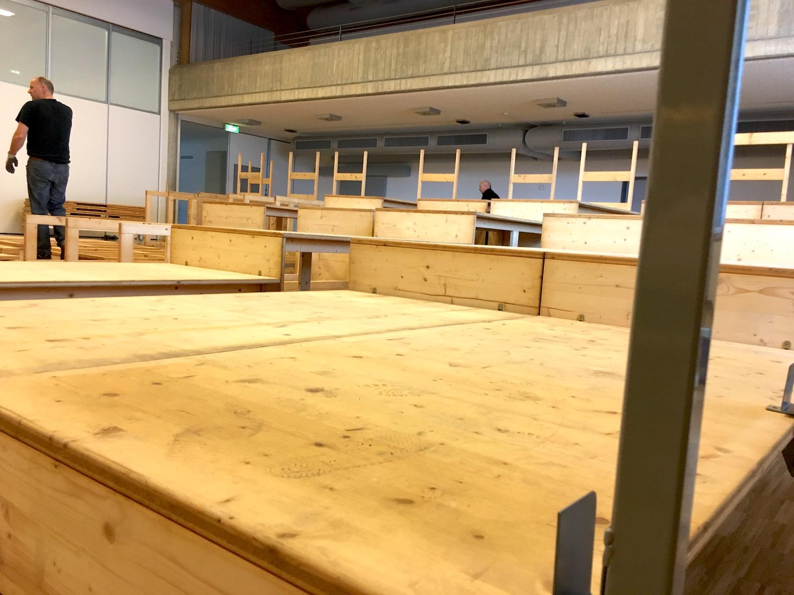 Aufbau der Tribühne des Gselle-Theater Küssnacht