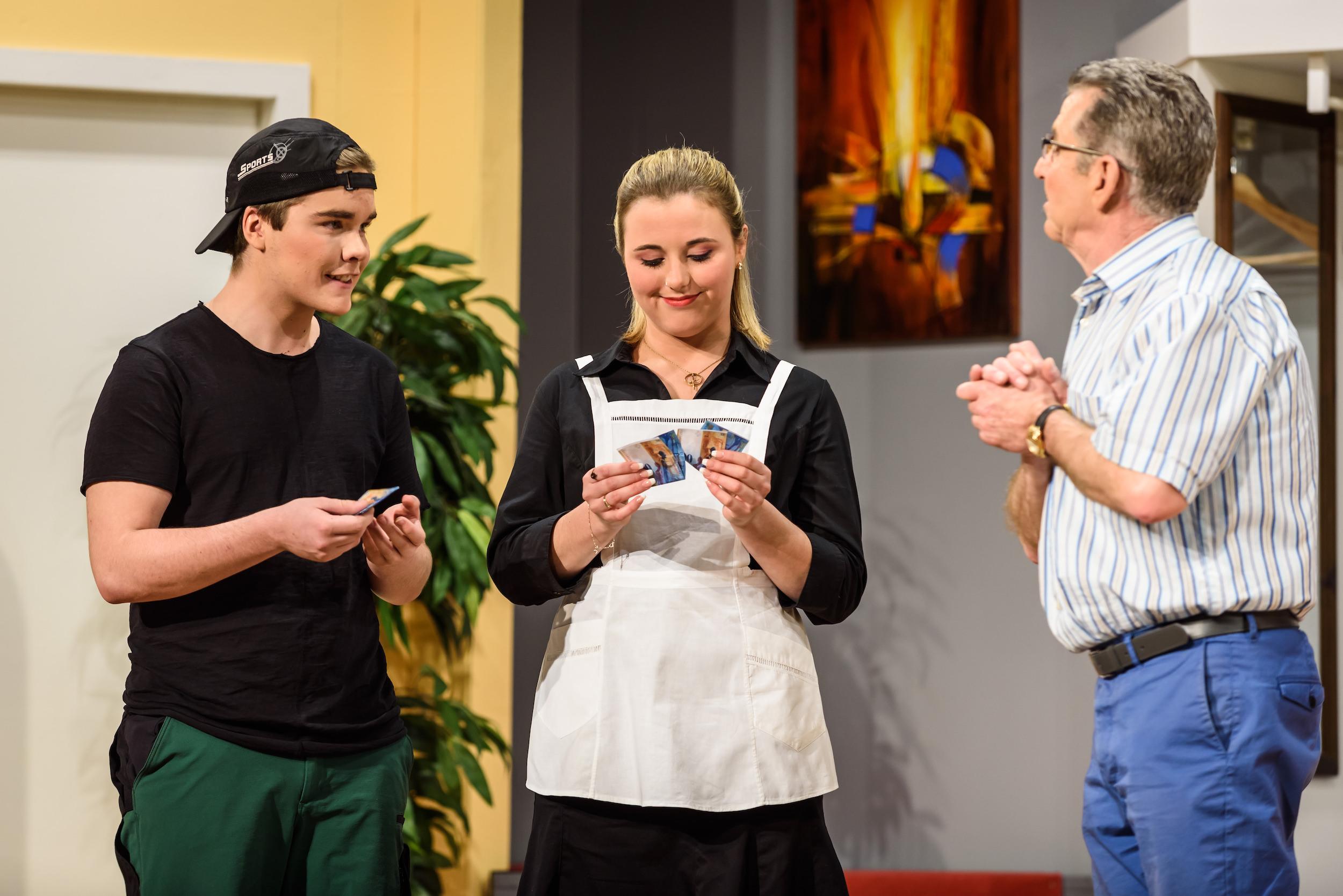 v.l.n.r. Cédric Weiss, Laura Pfrunder und Kari Gnos